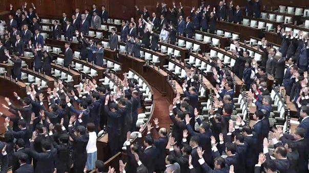 В Японии распущена нижняя палата парламента
