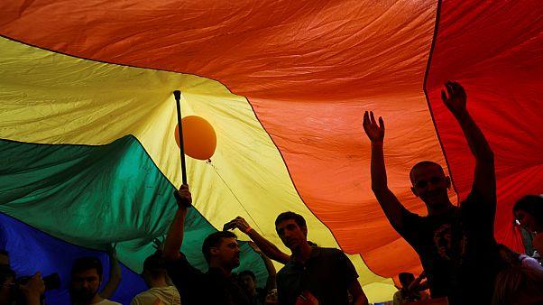 Υπερψηφίστηκε επί της αρχής το νομοσχέδιο για τη νομική αναγνώριση ταυτότητας φύλου