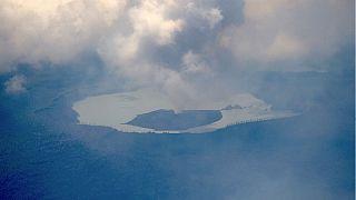 فعالیت آتشفشان «مانارو» باعث ترک ساکنان جزیره شد