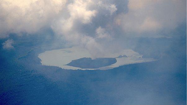 Bali'de volkan alarmı: 130 bin kişi tahliye edildi