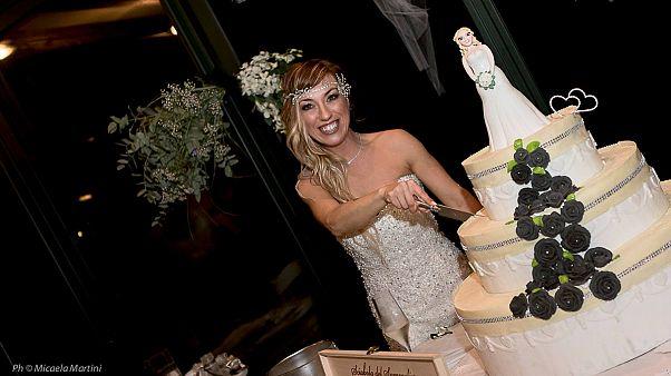 دختر ایتالیایی با خودش ازدواج کرد