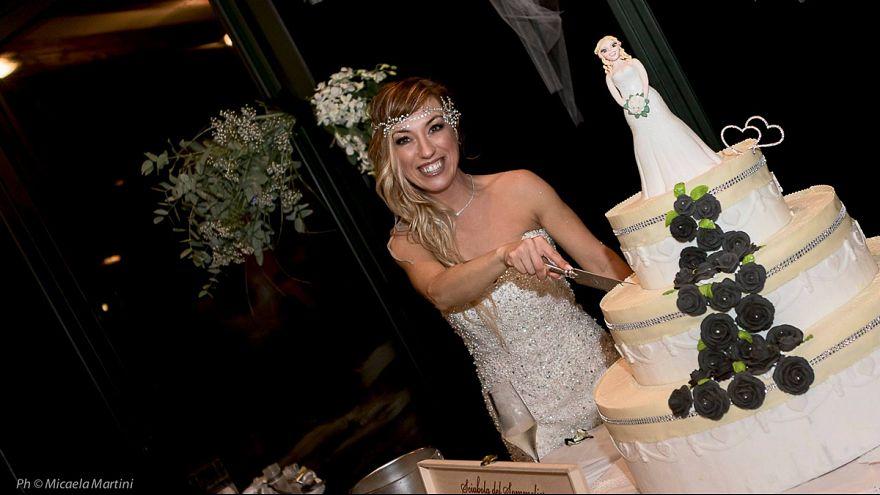 امرأة إيطالية تتزوج نفسها!