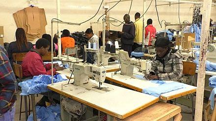 Au Zimbabwe, le secteur de la mode souffre de la crise économique [no comment]