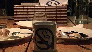 Ελλάδα: Πού θα βρείτε εστιατόρια και μπαρ όπου πραγματικά απαγορεύεται το κάπνισμα;