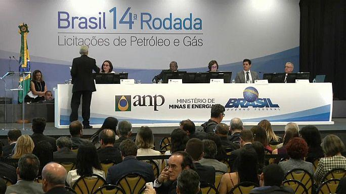 Subasta récord de pozos petrolíferos en Brasil