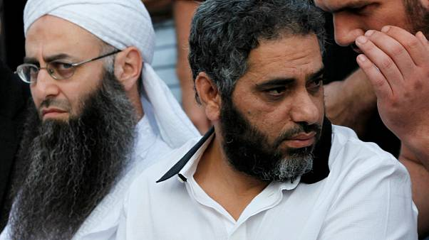 الحكم بإعدام الشيخ أحمد الأسير وسجن فضل شاكر 15 عاما