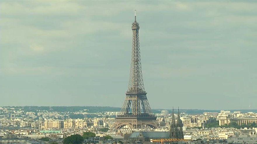 Эйфелева башня: юбилейный посетитель