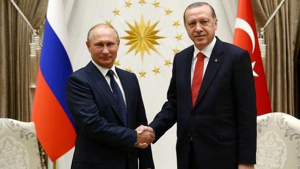 أردوغان يستقبل بوتين على أمل التضامن