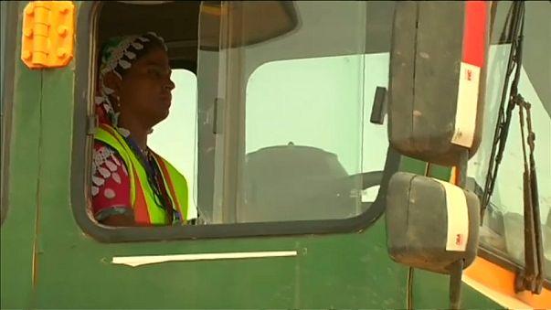 Paquistanesas tornam-se camionistas