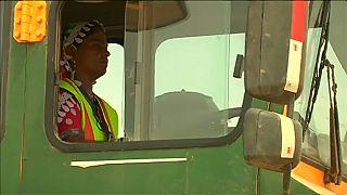 زنان پاکستانی، راننده کامیونهای غولپیکر