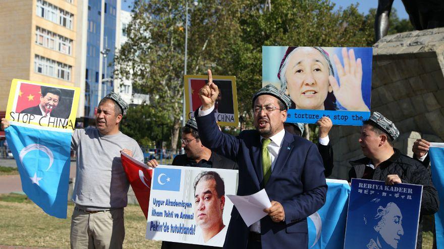 Çin: Uygur Türklerine evinizdeki Kur'an ve seccadeleri teslim edin emri