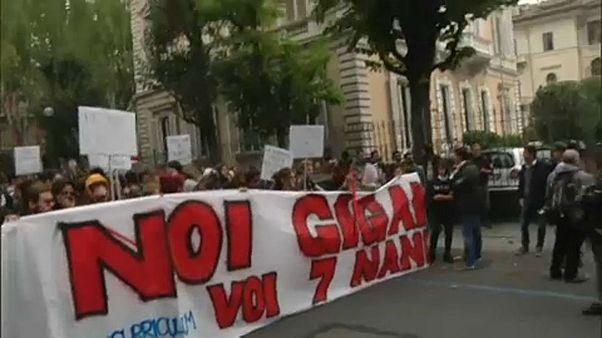 Rendőrökkel csaptak össze fiatalok Torinóban