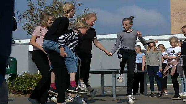 Πρωταθλητές στη χρήση smartphones οι μικροί Δανοί
