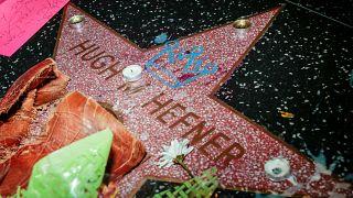 Hefner'in sevenleri Hollywood Bulavarı'nda buluştu