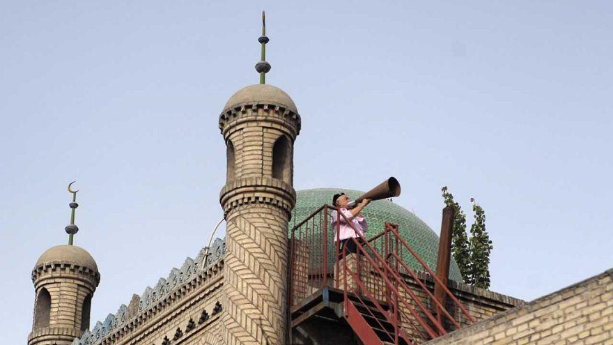 الصين تجبر مسلمي الإيغور على تسليم المصاحف