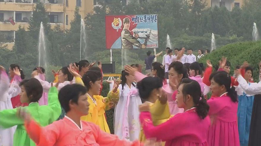 K.Kore'de geleneksel Kore giysileri sergisi