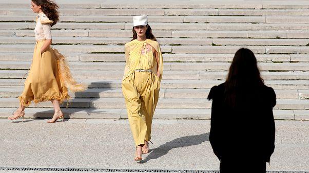 """قانون فرنسي يفرض قيودا على صور عارضات الازياء """"المعدلة"""" عبر """"فوتوشوب"""""""