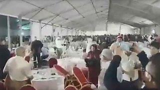 بالفيديو: معركة بالصحون والكراسي في مؤتمر لحزب الاستقلال بالمغرب