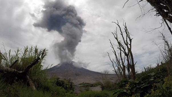 Time-lapse video shows volcano erupting in Indonesia
