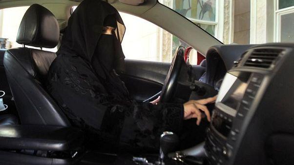 """""""حرب إلكترونية"""" بين المؤيدين والرافضين لقيادة السعوديات للسيارات"""