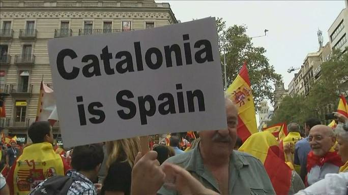 Pro and anti referendum rallies take place in Barcelona