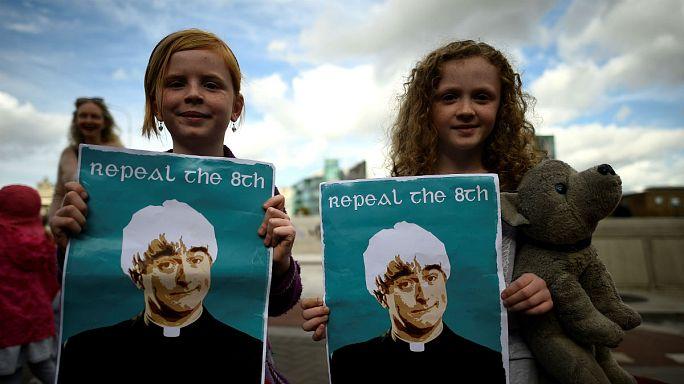 Сторонники абортов на улицах Дублина
