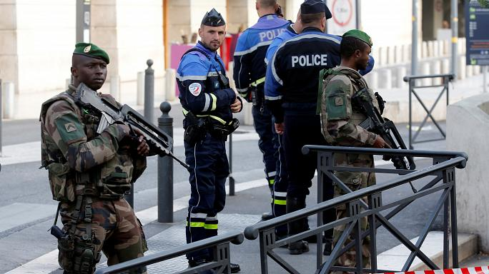 Fransa'da bıçaklı saldırı: 2 kadın hayatını kaybetti
