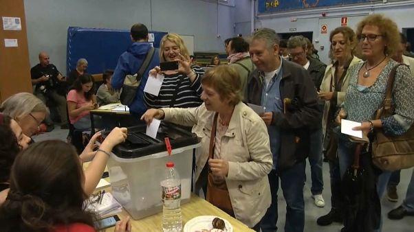 Catalunha: População vota apesar das ações policiais