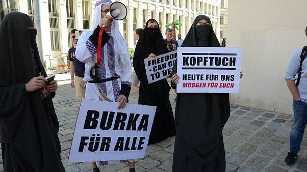 Avusturya'da peçe yasağı yürürlüğe girdi