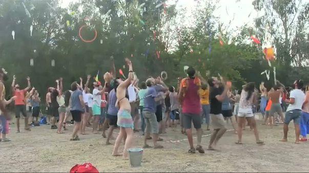 """بالفيديو: مهرجان لتعليم """"ألعاب الخفة"""" في تركيا"""