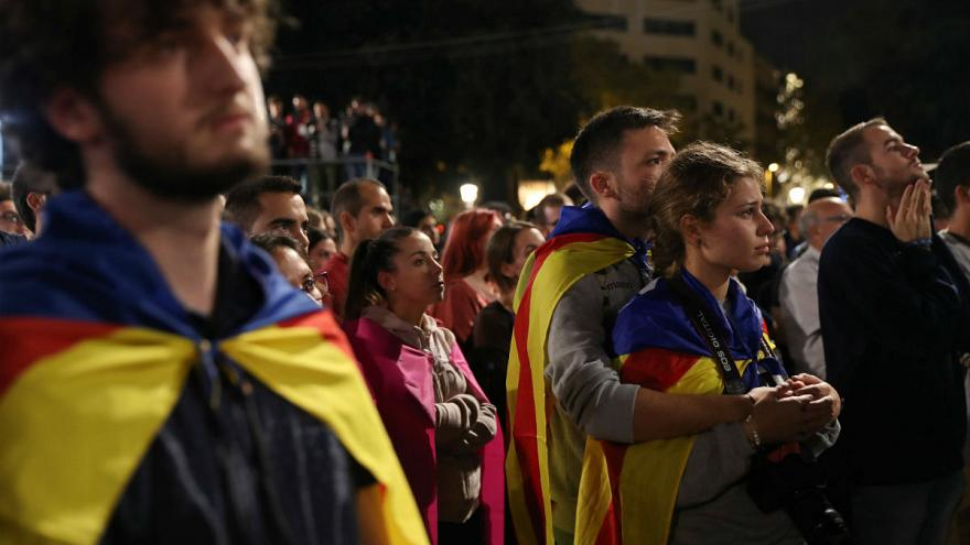 "Catalans back a ""yes"" vote for independence"