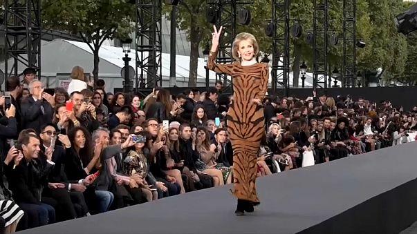 Helen Mirren e Jane Fonda arrebatam na semana da Moda de Paris