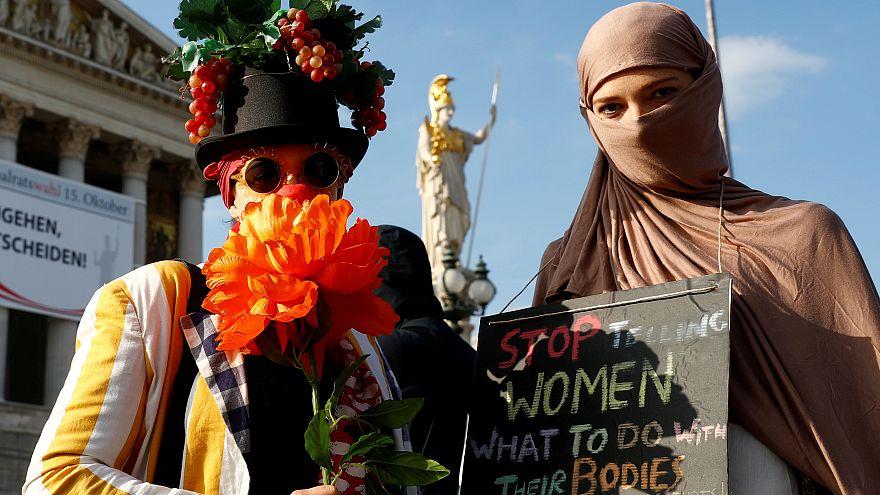 احتجاجات في فيينا مع دخول قانون حظر النقاب حيز التنفيذ