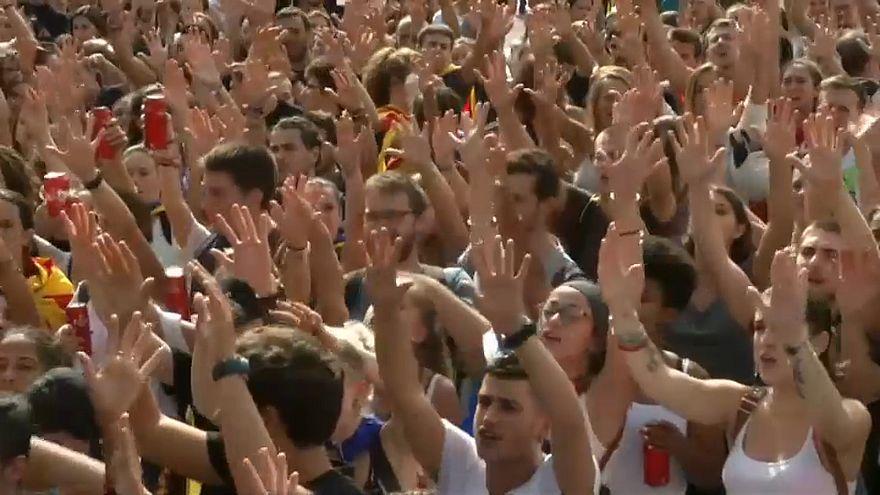 طلبة كتالونيا يرفعون صوتهم عاليا ضد قمع مدريد