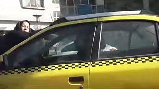 بالفيديو.. إيراني يعاقب زوجته بربطها فوق غطاء محرك السيارة