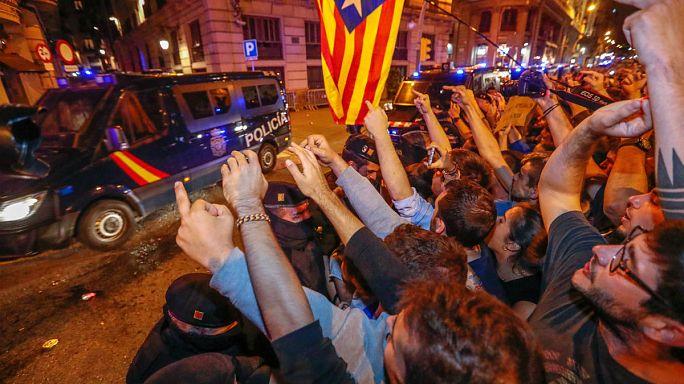 Katalonya'da ulusal polise tepki dinmiyor