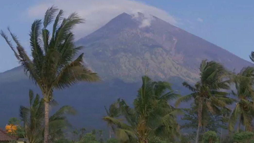 Mont Agung : les habitants refusent de rentrer chez eux