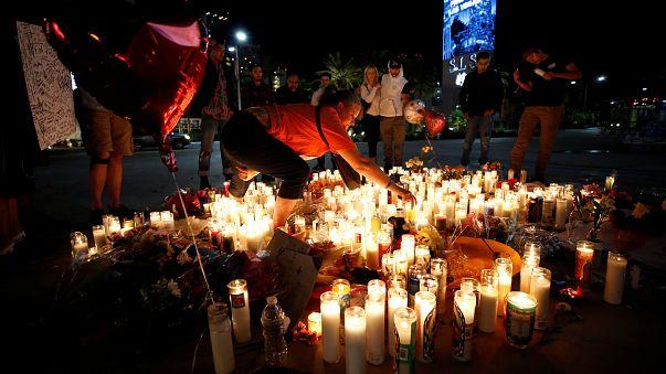 Las Vegaslılar kaybettikleri kurbanlarına ağlıyor