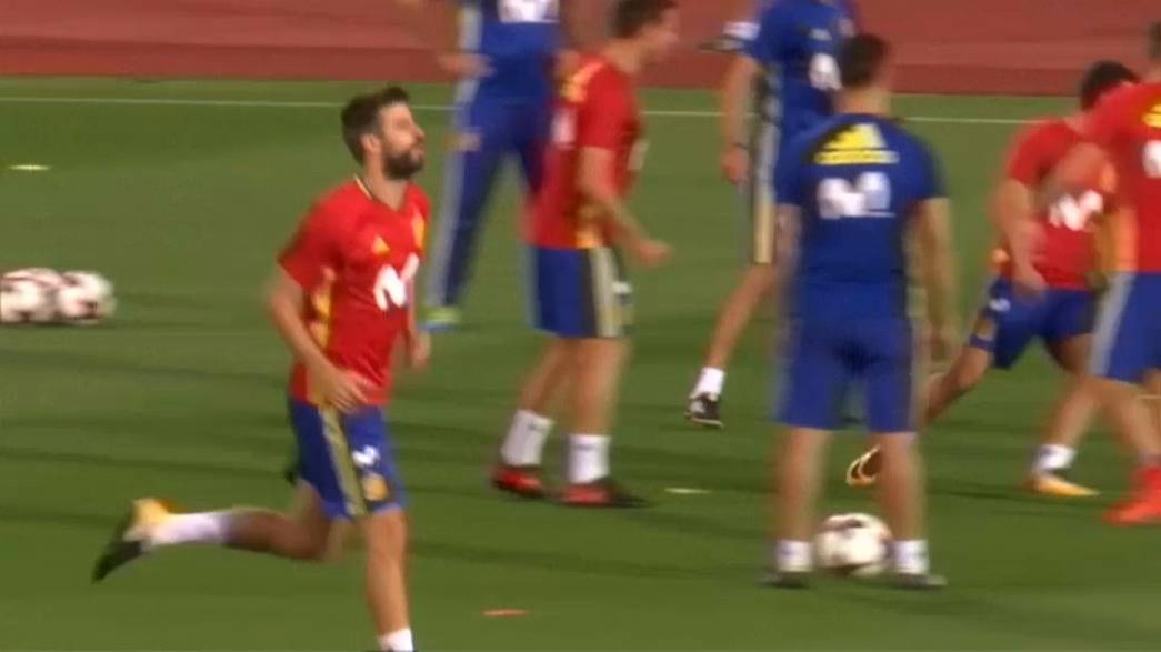 Pique booed while training with Spanish national team