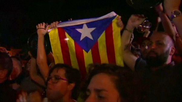 Polícia nacional e manifestantes catalães
