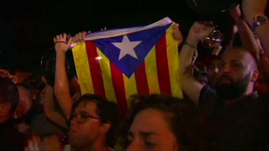 Каталонцы прогоняют полицейских