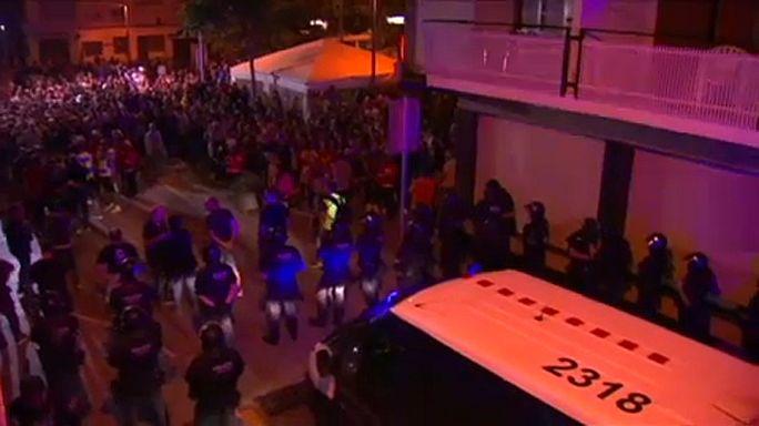 Elüldözték a spanyol rendőröket a katalánok