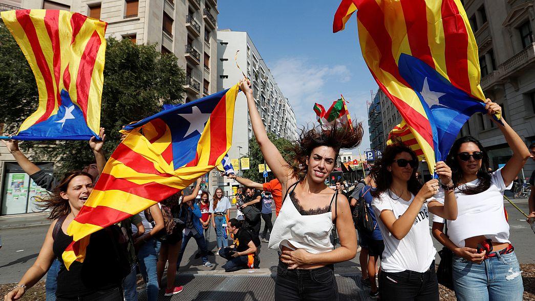 Catalogna: 700.000 persone in strada a Barcellona