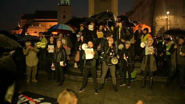 """Jahrestag """"Schwarze Proteste"""": Polnische Frauen demonstrieren für ihre Rechte"""