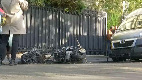 Παρίσι: Δίκυκλο στις φλόγες