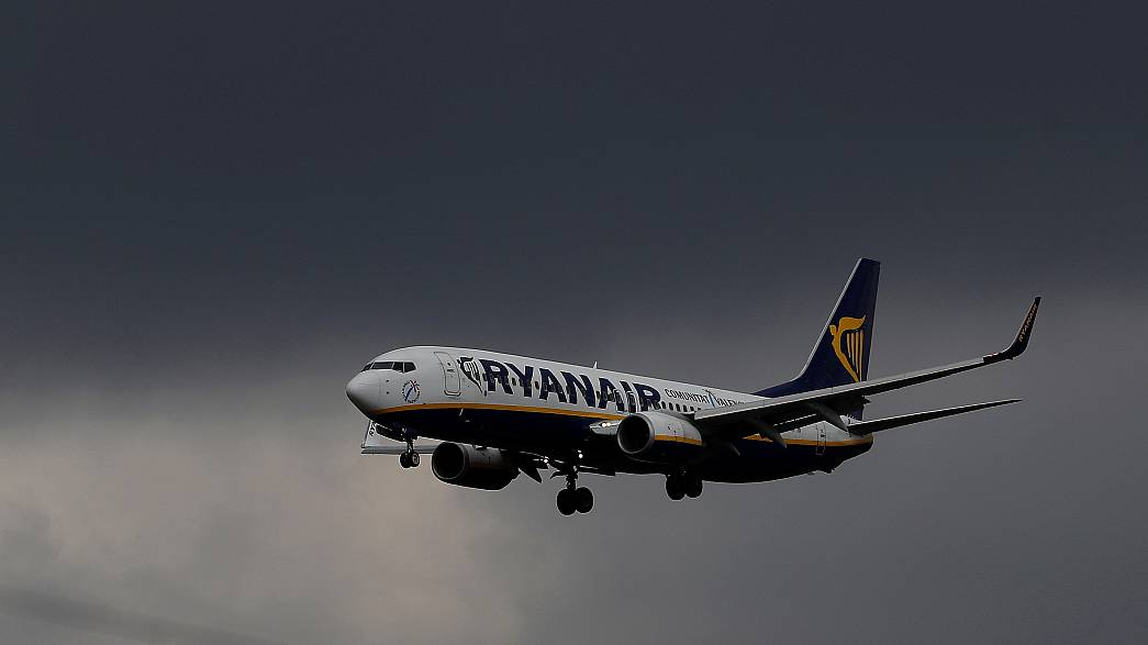 Avião da Ryanair escoltado por caças