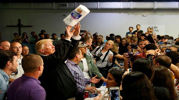 شاهد: ترامب يرمي المناشف الورقية في وجه ضحايا الإعصار في بورتوريكو!