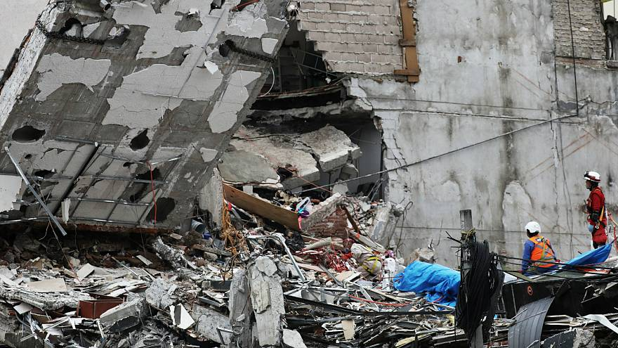 Search for final missing person abandoned in Mexico City quake clearup