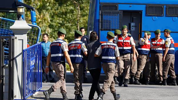 Condenados a cadena perpetua 34 militares turcos