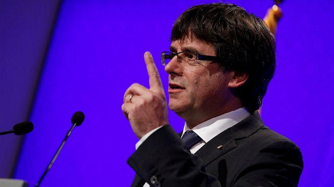 زعيم كتالونيا يسعى إلى الوساطة ومدريد تدعوه لاحترام القانون